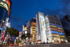 Den kommersiella gatan på Ginza - Tokyo Fotografering för Bildbyråer