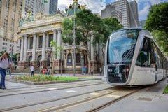 Den kommunala teatern och Rio de Janeiro Light Rail royaltyfri fotografi