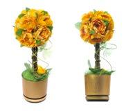 den konstgjorda blomkrukan blommar guld- Fotografering för Bildbyråer