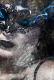 Den konstnärliga hieratic och härliga kvinnan med Venetian maskerar, slösar s vektor illustrationer