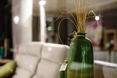 Den konstnärliga inre av furnityre shoppar Royaltyfri Fotografi