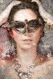 Den konstnärliga ståenden med bakgrund texturerar, sensuality och myster arkivbild