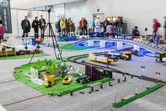 Den kontrollerade utställningen av radion modellerar, fartyg, lokomotiv, bilar, Royaltyfri Fotografi
