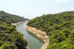 Den Kowloon gruppen av behållare lokaliseras i Kam Shan Country Park royaltyfria foton