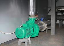 Den kraftiga industriella pumpen arkivbild