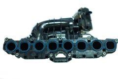 Den kraftiga motorn av den moderna bilen, intaggrenrör Arkivfoton
