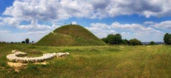 Den Krakus kullen, en förhistorisk allvarlig kulle med fördärvar av senare befästning nära Krakow, Polen Arkivbilder
