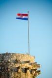 Den kroatiska flaggan Arkivbild
