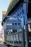 Den krokiga Hogwarts bron, LEAVESDEN, UK Fotografering för Bildbyråer
