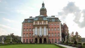 Den KsiÄ… Å ¼slotten som lokaliseras i WaÅ 'brzych i Polen arkivbilder
