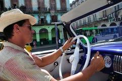 den kubanska chauffören taxar Fotografering för Bildbyråer