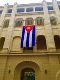 Den kubanska flaggan hänger på museet av revolutionen Arkivfoto