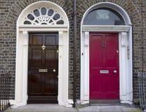 Den kulöra dörren i Dublin från georgier tajmar (det 18th århundradet) Arkivbilder