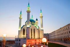 Den Kul-Sharif moskén i den april skymningen Kazan Tatarstan arkivfoto