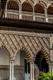 Den kungliga alcazaren av Seville på borggården av jungfruarna royaltyfria bilder