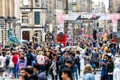 Den kungliga mil i Edinburg under fransfestivalen 2018 royaltyfri bild