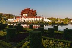 Den kungliga paviljongen, kungliga personen parkerar Rajapruek Royaltyfri Foto