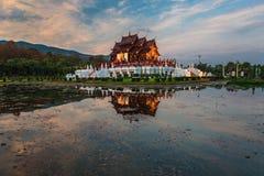 Den kungliga paviljongen, kungliga personen parkerar Rajapruek Royaltyfria Foton