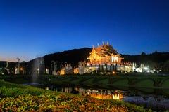 Den kungliga paviljongen, kungliga personen parkerar Rajapruek Royaltyfri Bild