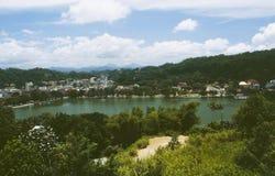 Den kungliga staden av Kandy på sjön på den Sri Lanka ön royaltyfri foto