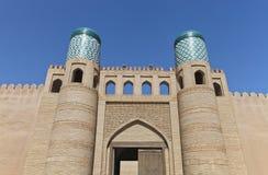 Den Kunya tillflyktporten i Khiva, Uzbekistan arkivbild