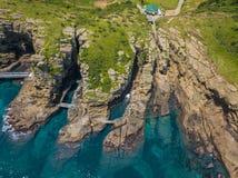 Den kust- flyg- sikten av Yongmeori går på den Jeju ön, Sydkorea Grovt geologiskt bildande som göras med erosion arkivbild
