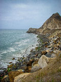 Den kust- Kalifornien sikten med vaggar utlöparen Royaltyfria Bilder