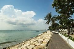 Den Kuta stranden gömma i handflatan laget bali indonesia Arkivfoto