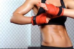 Den kvinnliga boxaren förbinder Fotografering för Bildbyråer