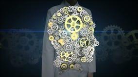 Den kvinnliga forskaren, iscensätter den rörande skärmen, kugghjul som gör det mänskliga huvudet för att forma konstgjord intelli stock video