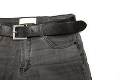 Den kvinnliga höjdpunkten waisted jeans med det svarta läderbältet Royaltyfri Foto