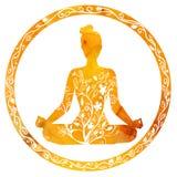 Den kvinnliga konturn i yogalotusblomma poserar Fotografering för Bildbyråer