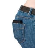 Den kvinnliga plånboken eller handväskan i jeans stoppa i fickan arkivbilder