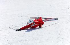 Den kvinnliga skieren, når han har fallit, besegrar Royaltyfria Foton