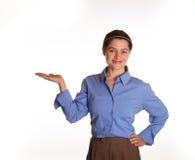 Den kvinnliga talesmannen med upturned gömma i handflatan Royaltyfri Bild