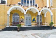 Den kyrkliga ingången Arkivfoto
