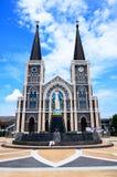Den kyrkliga och blåa himlen i Thailand Arkivbilder