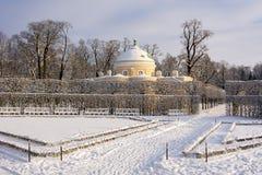 Den lägre bathhousen i Catherine parkerar i vintern, Tsarskoe Selo, St Petersburg, Ryssland royaltyfria foton