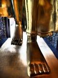 Den lägre delen av att gå Buddhabild royaltyfria foton