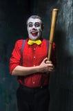 Den läskiga clownen och baseball-slagträet på dackbakgrund för den grymma säger miniatyrreaperen halloween för kalenderbegreppsda Royaltyfri Foto