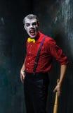 Den läskiga clownen och baseball-slagträet på dackbakgrund för den grymma säger miniatyrreaperen halloween för kalenderbegreppsda Royaltyfri Bild