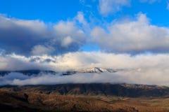 Den låga morgonen fördunklar över kullar på Mogollonen Rim Plateau, Arizona Fotografering för Bildbyråer