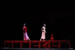 Den långa handlingen för förälskelseväg- först av dansdrama-Shawanhändelser av forntiden Royaltyfri Foto