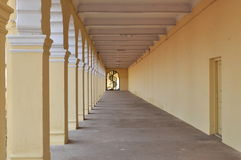 Den långa korridoren. Arkivfoto