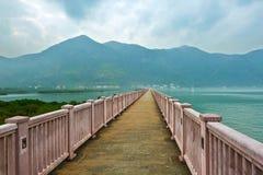 Den långa korridoren på havet arkivfoton