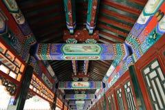 Den långa korridoren på sommarslotten Beijing Royaltyfria Bilder