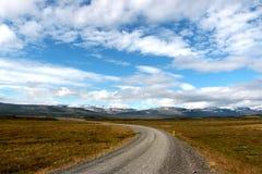Den långa vägen i Island Royaltyfri Bild