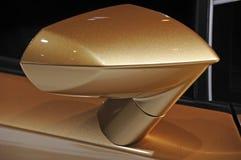 Den Lamborghini bilen påskyndar avspeglar Arkivfoton