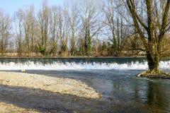 Den Lambro floden i Monzaen parkerar Arkivbilder