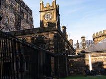 Den Lancaster slotten och det tidigare fängelset i England är i mitten av staden arkivfoton
